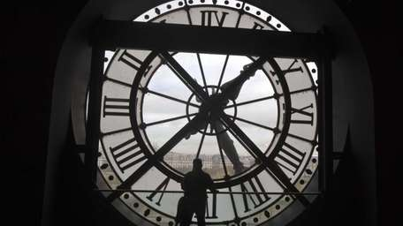 Fall back: Daylight saving time for 2014 ends