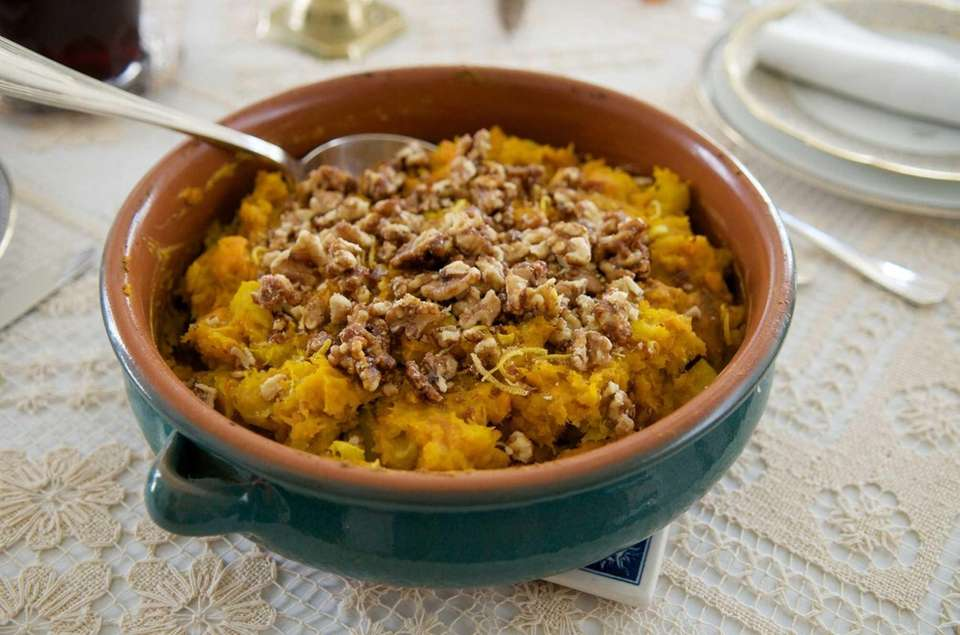 WHAT YOU'LL NEED: 1 large butternut squash,