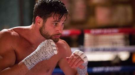 Chris Algieri works out at his training camp