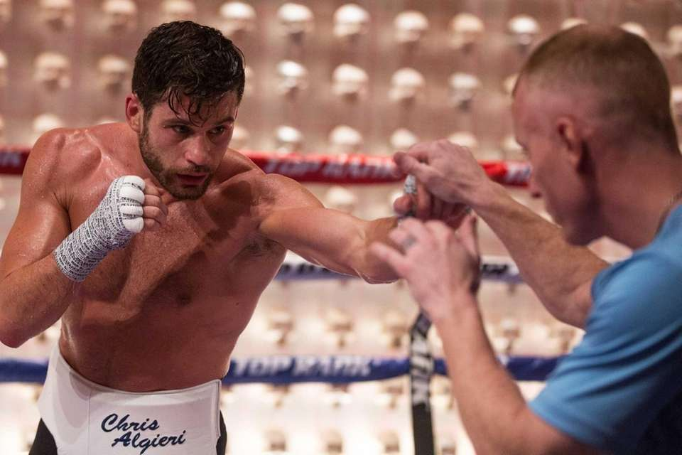Chris Algieri works with trainer Tim Lane at