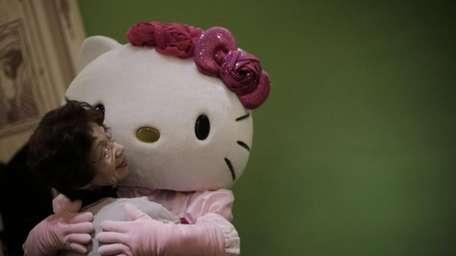 A model dressing as Japanese character Hello Kitty