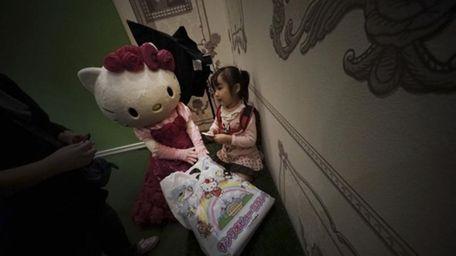 IA model dressing as Japanese character Hello Kitty