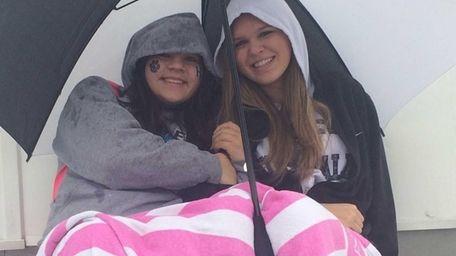 Katerina Georgiton, left, and Jenna Medina bundle up