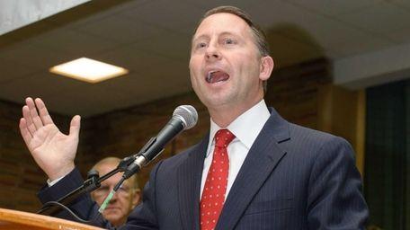 Republican gubernatorial candidate Rob Astorino speaks at the