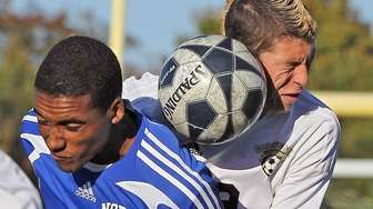 North Babylon's Tyler Rodriguez and Commack's Vincenzo Diliberti