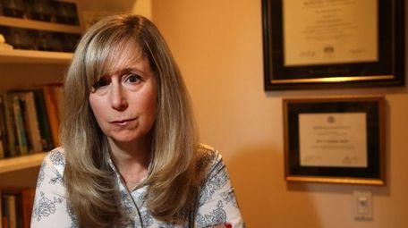 Fourth-grade teacher Sheri Lederman is suing the state