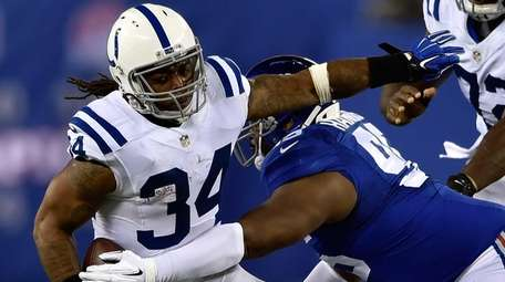 Trent Richardson #34 of the Indianapolis Colts runs