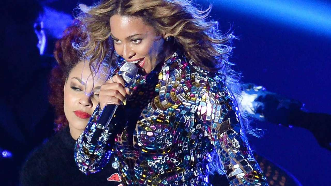 Beyoncé performs at the MTV Video Music Awards