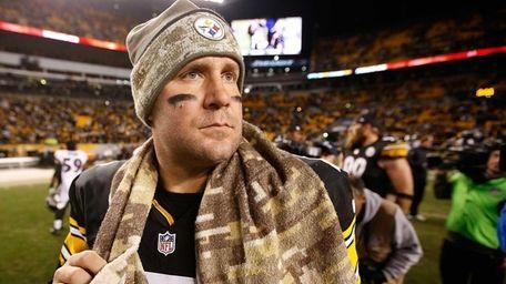 Ben Roethlisberger of the Pittsburgh Steelers walks off