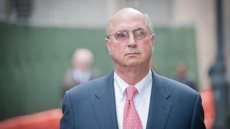 Former New York Islanders executive Stephen Walsh leaves