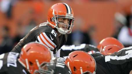 Cleveland Browns quarterback Brian Hoyer calls signals at