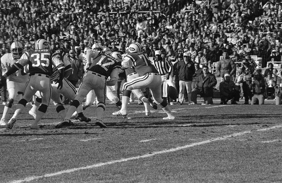 The Jets went 3-11 in 1976, Joe Namath's