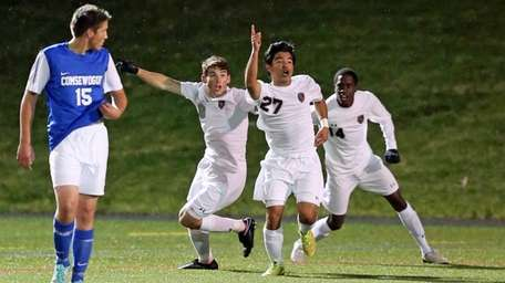 East Hampton's Camilo Gogoy celebrates his second-half goal