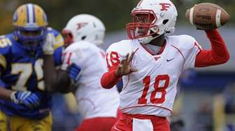 Freeport's Rashad Tucker throws a pass during the