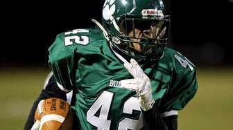 Lindenhurst RB Joe Barber heads down the sideline