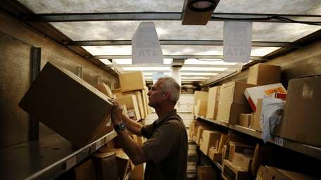 As free-shipping offers multiply for online holiday shopping,
