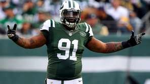 Jets defensive end Sheldon Richardson reacts in the