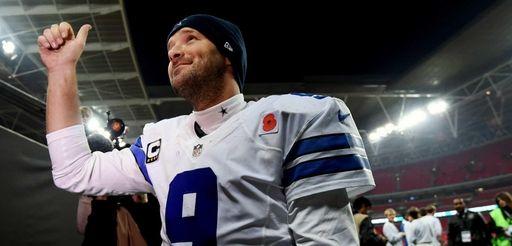 Dallas Cowboys quarterback Tony Romo gives a thumbs