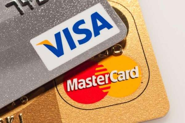 It pays to use reward credit cards —