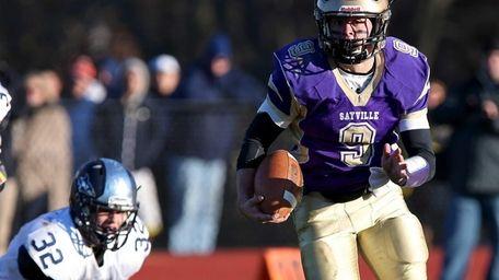 Sayville's Matt Selts runs 60 yards for a
