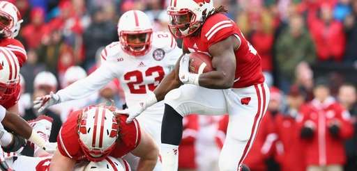 Melvin Gordon of the Wisconsin Badgers runs the