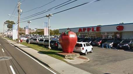 Apple Honda on Old Country Road in Riverhead
