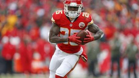 Kansas City Chiefs running back Jamaal Charles scores