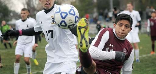 East Hampton's Jonathan Chunchi, right, stretches to keep