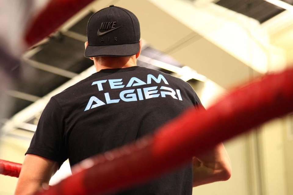 Chris Algieri trains at his open workout for