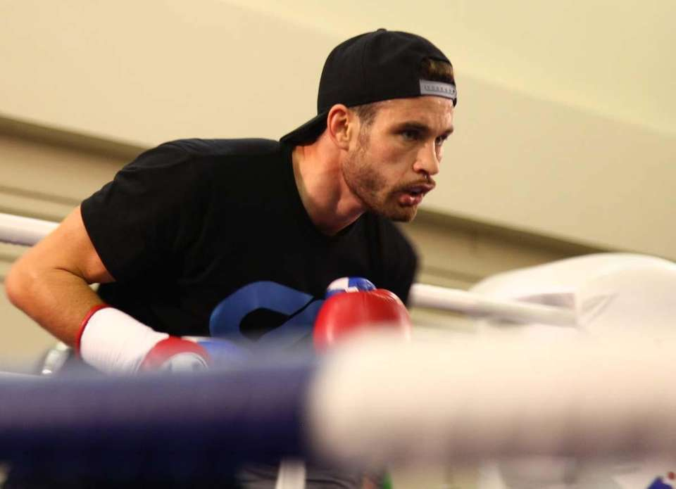 WBO junior welterweight champion Chris Algieri trains at