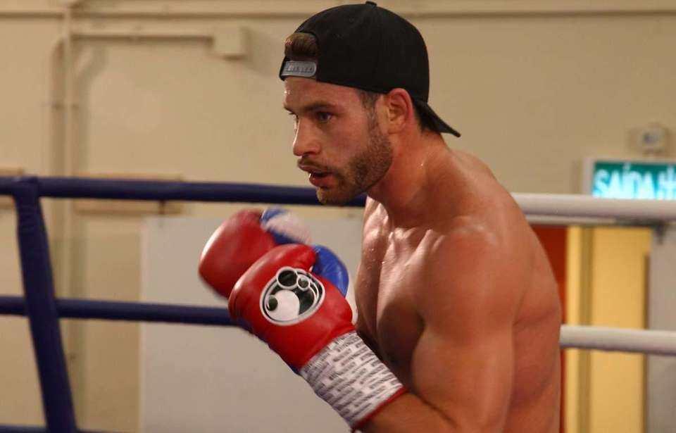 Chris Algieri continues with another round of pad