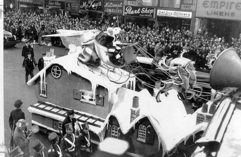 The parade scenes in the 1947 holiday classic