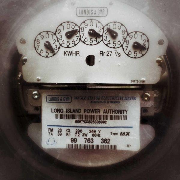 A LIPA electric meter in a Garden City