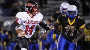 Plainedge quarterback Davien Kuinlan runs the ball on