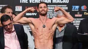 Chris Algieri steps on the scales during the