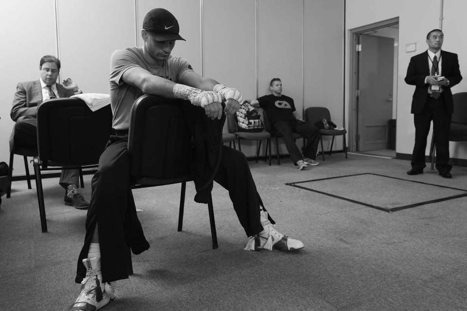 Chris Algieri looks focused in his dressing room