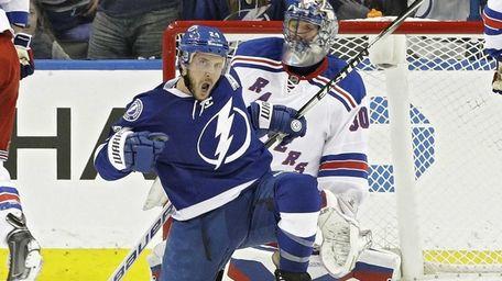 Tampa Bay Lightning right wing Ryan Callahan celebrates
