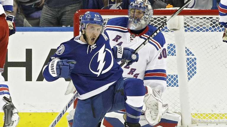 Tampa Bay Lightning right wing Ryan Callahan celebrates