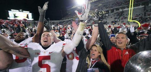 Ohio State's Jeff Heuerman, coach Urban Meyer, right,