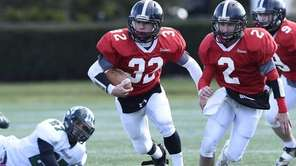 Syosset's Michael Elardo runs the football against Lindenhurst