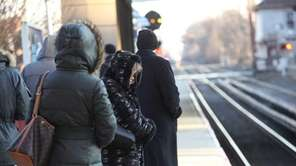 Commuters battle cold temperatures as they wait for