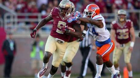 Karlos Williams of the Florida State Seminoles rushes