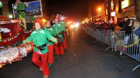 Revelers kick off the holiday season at Huntington