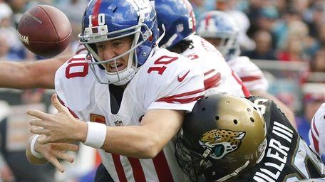 New York Giants quarterback Eli Manning fumbles the