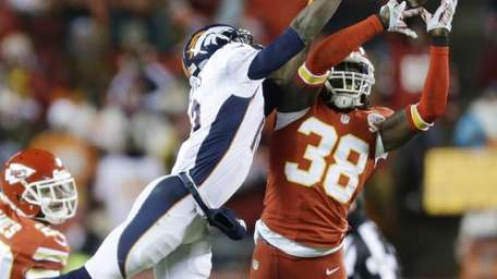 Kansas City Chiefs strong safety Ron Parker breaks