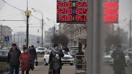 A sign tracks the value of the ruble