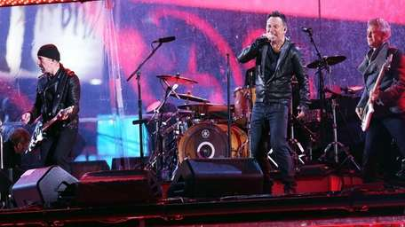 Bruce Springsteen plays with U2 at the World