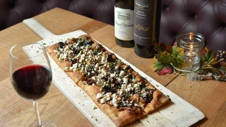 Fig-and-goat cheese flatbread with caramelized onion is a