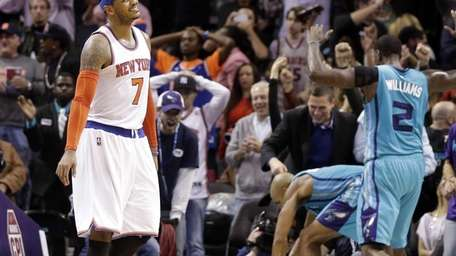 New York Knicks' Carmelo Anthony, left, reacts as