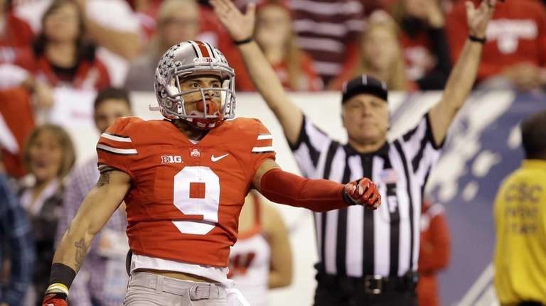 Ohio State wide receiver Devin Smith celebrates after